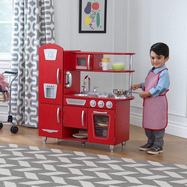 Comment choisir une cuisine en bois enfant?
