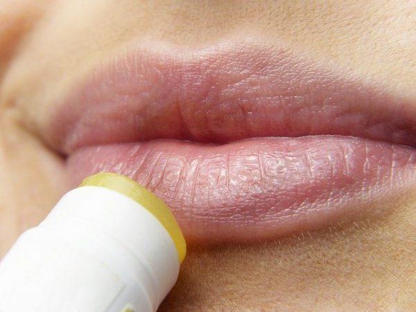 Astuce beauté : comment éviter d'avoir les lèvres gercées ?
